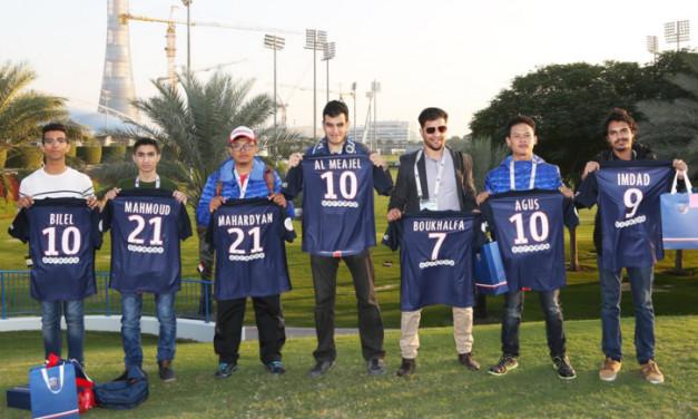 """الفائزون بمسابقة Ooredoo """"إطلاق قدرات المشجعين"""" يلتقون لاعبين نادي باريس سان جيرمان في الدوحة"""