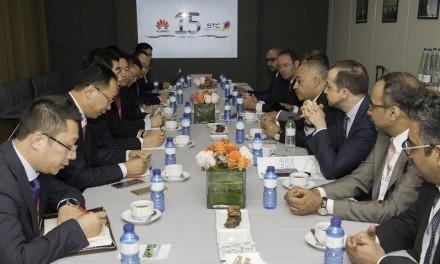 البياري يزور جناح شركة هواوي المشارك في فعاليات المؤتمر العالمي للاتصالات ببرشلونة