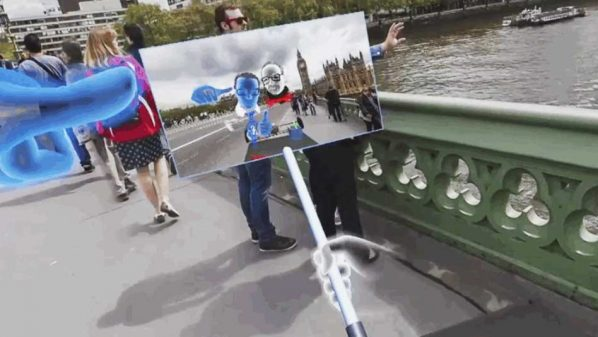 فيس بوك تكشف عن عصا سيلفي بتقنية الواقع الافتراضي