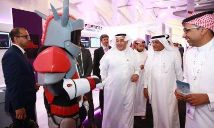 السويل يفتتح معرض مستقبل التكنولوجيا الرقمية من تنظيم STC