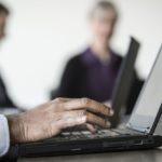 جارتنر: انخفاض الشحنات العالمية من الكمبيوترات والهواتف بنسبة 0.3 بالمئة في عام 2017